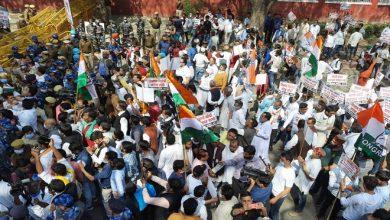 Photo of किसान कांग्रेस के सदस्यों ने कृषि मंत्री के आवास के बाहर किया प्रदर्शन, कृषि कानूनों को वापस लेने की मांग की