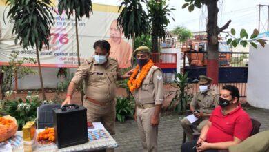 Photo of जानसठ थानाप्रभारी डी के त्यागी ने गले लगाकर दी स्टाफ को विदाई