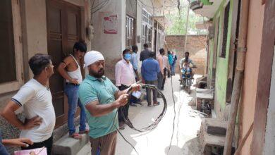 Photo of मुजफ्फरनगर के मीरापुर मे विद्युत विभाग के चैकिंग अभियान से हडकम्प मचा। करीब दो दर्जन कनेक्शन काटे।
