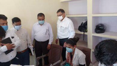 Photo of सीएमओ डॉ महावीर फौजदार ने रोनी हर्जी पुर स्वास्थ्य उप केंद्र का किया औचक निरीक्षण एवं अधिकारियों को उपकरण एवं स्टाफ की तैनाती के लिए किया निर्देशित