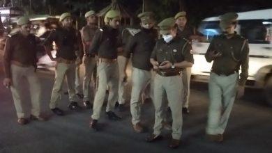 Photo of *एसओ सिविल लाइन विजेंद्र सिंह रावत ने अधीनस्थों को साथ लेकर किया क्षेत्र में पैदल गश्त*